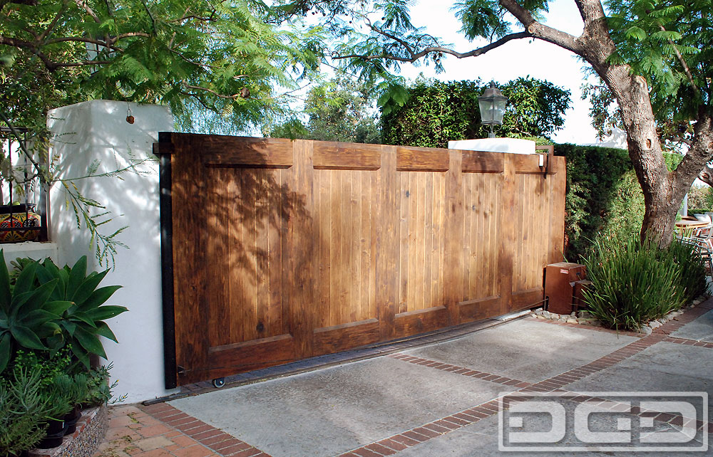 Motorized Gate in Wire-Brushed Wood